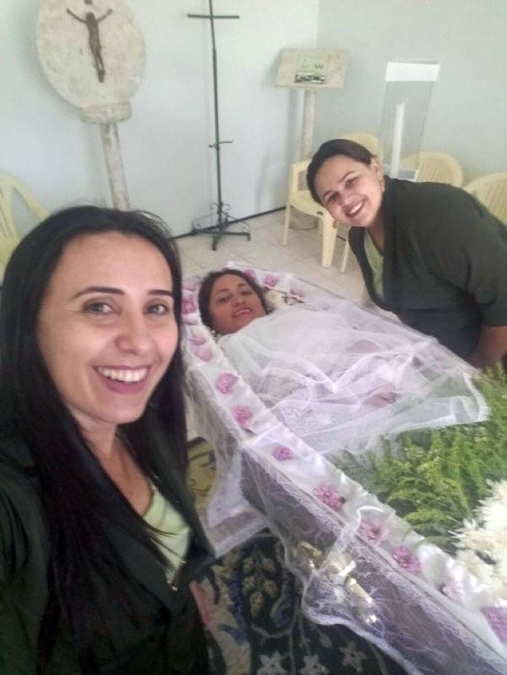 "Un selfie con la ""muerta"" (Caters News)"